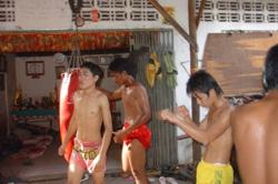 Eh Phou Thoung's young boxers